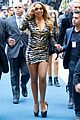 mariah carey loses a shoe on nbc upfront carpet 08