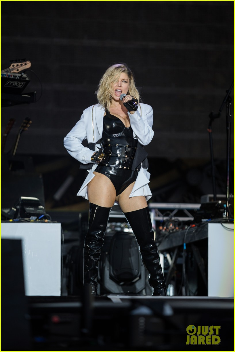 Full Sized Photo of fergie premieres new music at rock in ...
