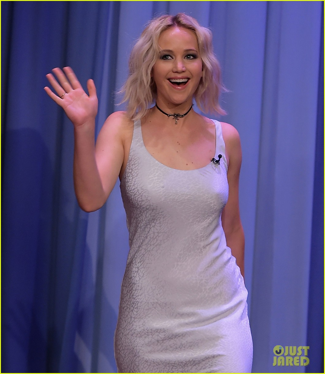 http://cdn04.cdn.justjared.com/wp-content/uploads/2016/05/lawrence-tconfessions/jennifer-lawrence-plays-true-confessions-with-john-oliver-10.jpg