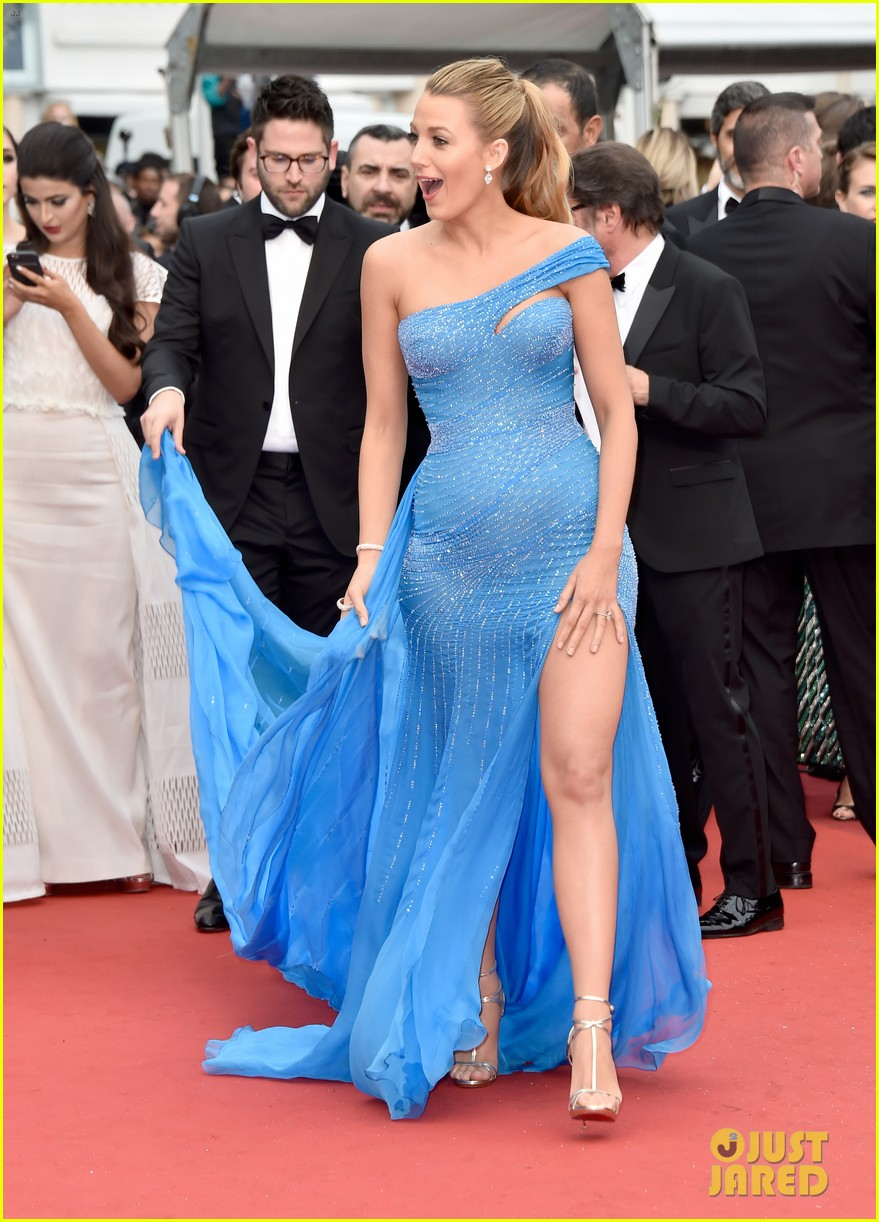 Pregnant Blake Lively Puts Baby Bump On Display At U0027BFGu0027 Cannes Premiere!