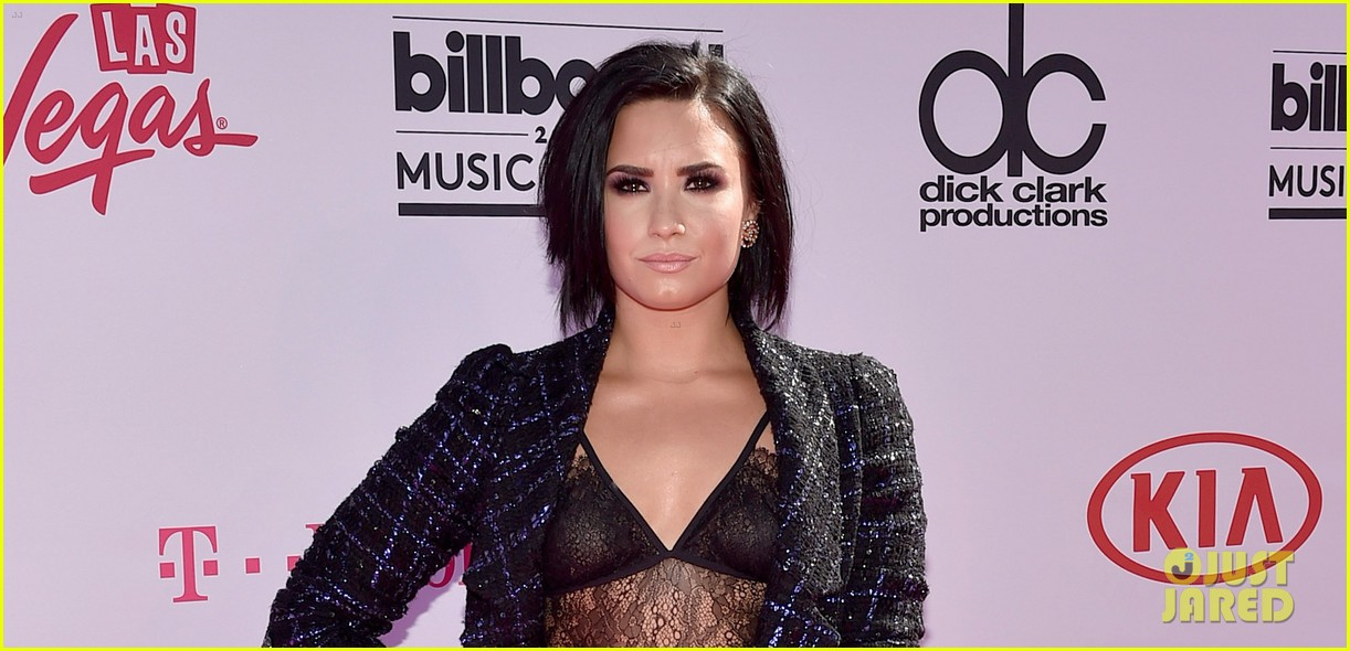Demi lovato slays on billboard music awards 2016 red carpet photo