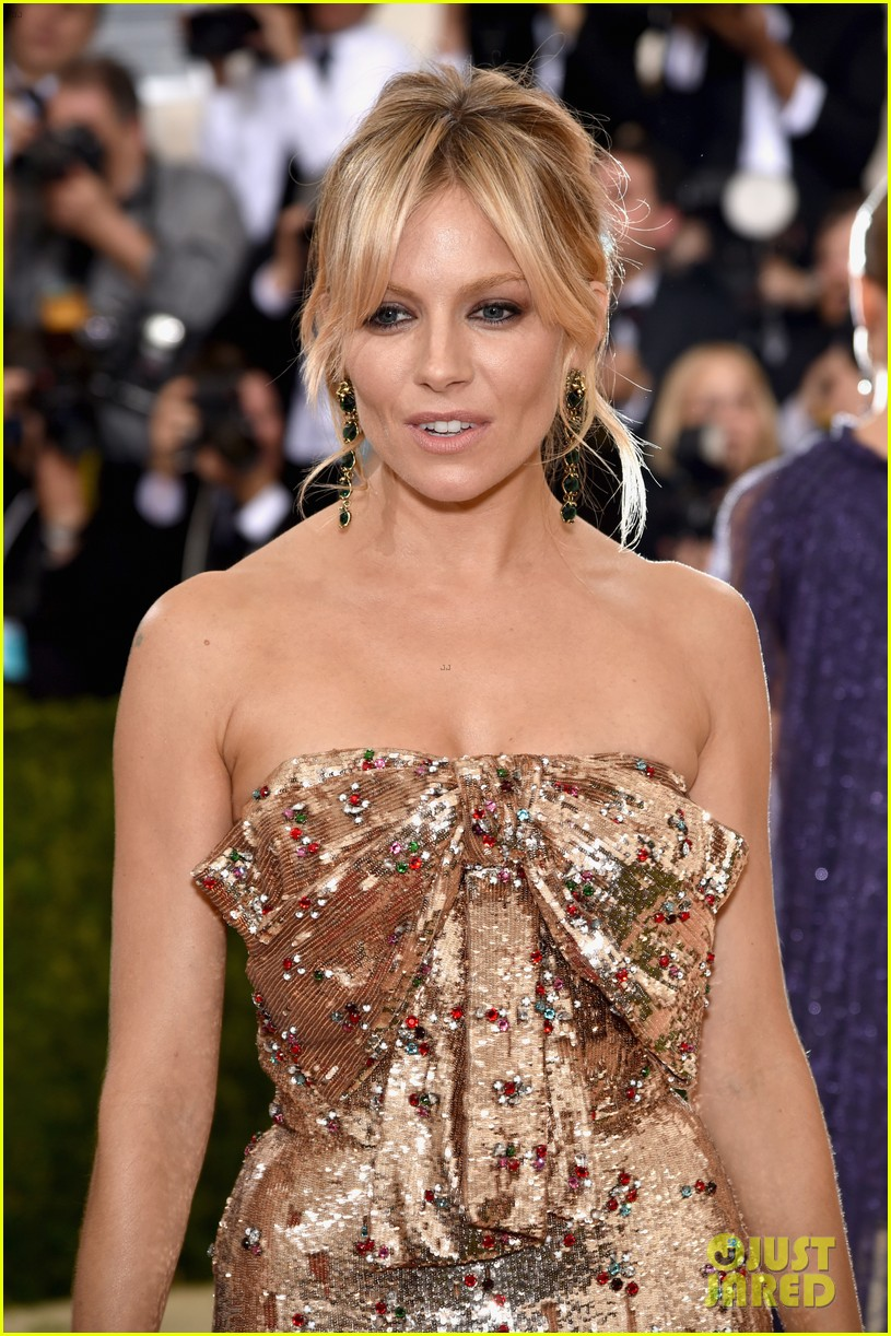 Sienna Miller Is Gorgeous In Gucci At Met Gala 2016 Photo 3646557 2016 Met Gala Met Gala Sienna Miller Pictures Just Jared