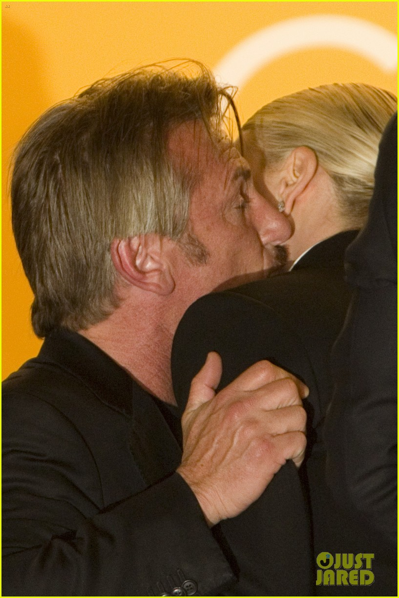 Full Sized Photo of sean penn charlize theron friendly ... Charlize Theron Sean Penn