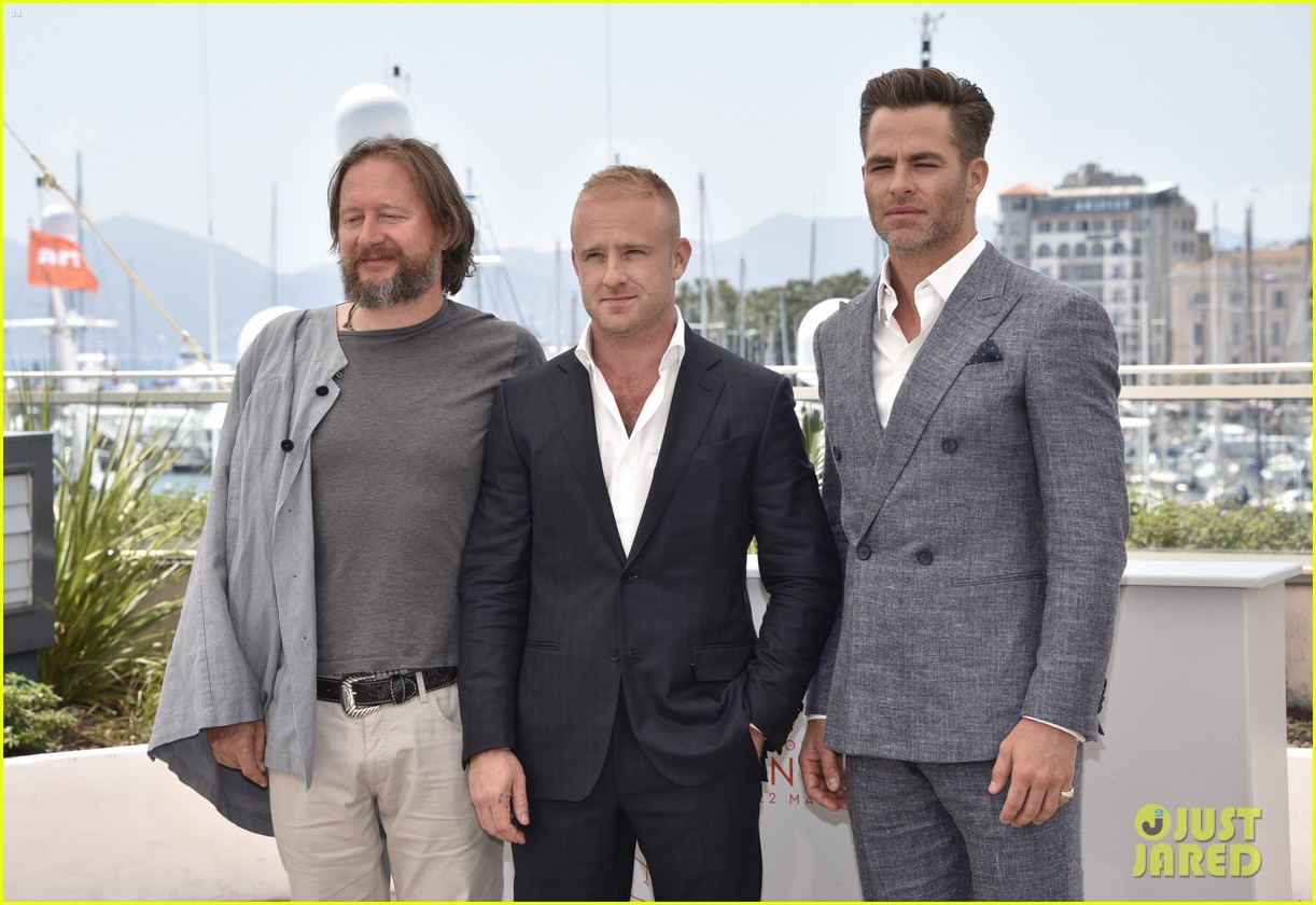 http://cdn04.cdn.justjared.com/wp-content/uploads/2016/05/pine-can/chris-pine-hell-or-high-water-cannes-2016-07.jpg