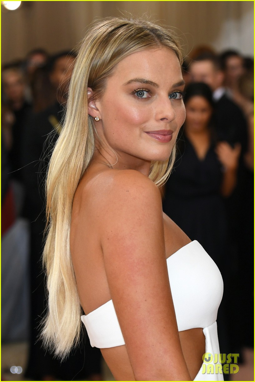 Margot robbie stuns in white cut out dress at met gala 2016 photo