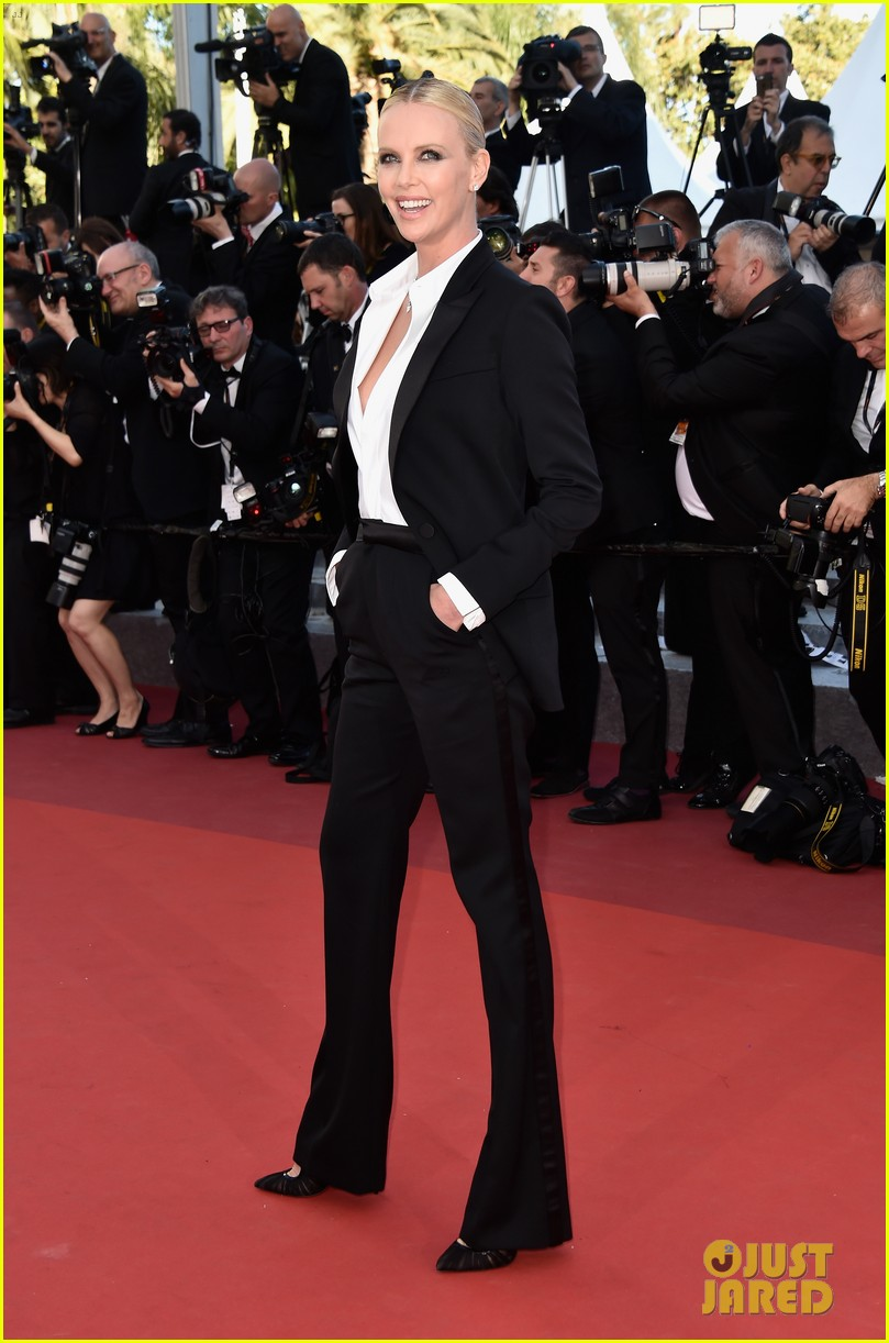 charlize theron reunites with sean penn his kids in cannes 013661655