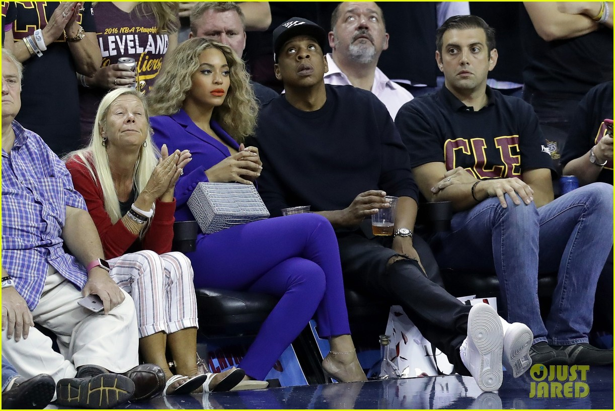 Full Sized Photo of beyonce jay z are a cute courtside ...