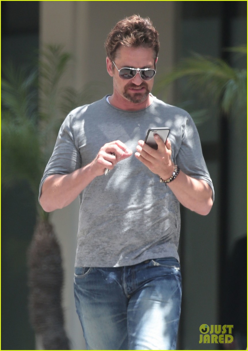 gerard butler is back home after hawaii trip with morgan brown 063672830