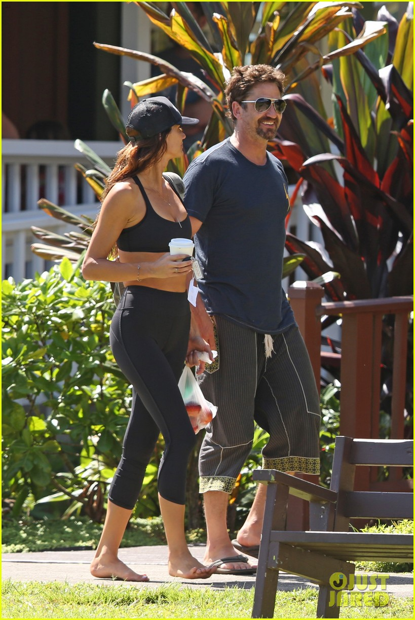 gerard butler is back home after hawaii trip with morgan brown 133672837