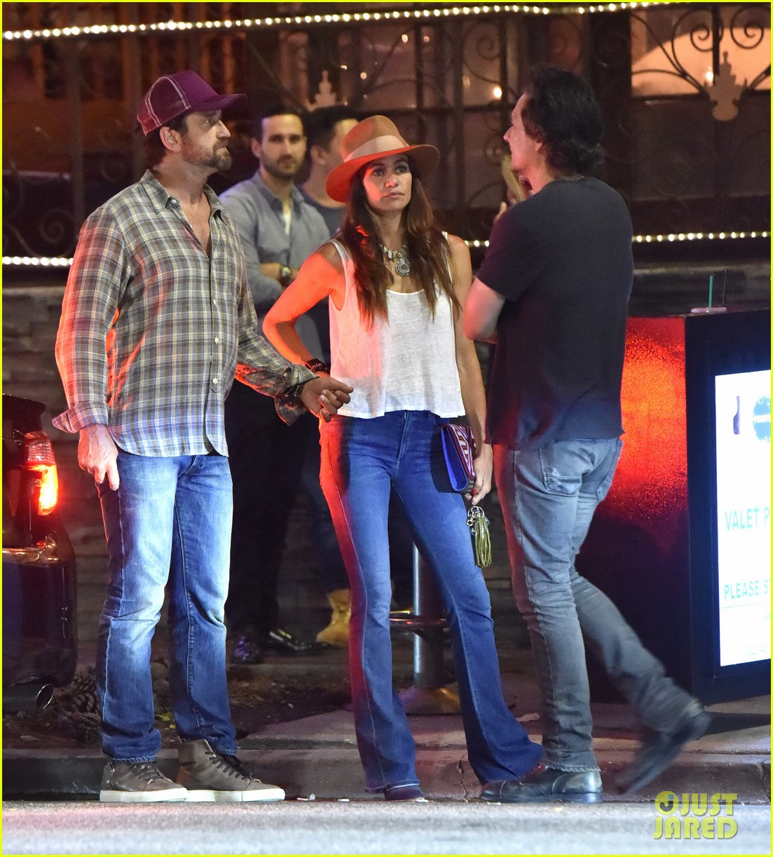 gerard butler morgan brown hang out with his friend len wiseman 263691634