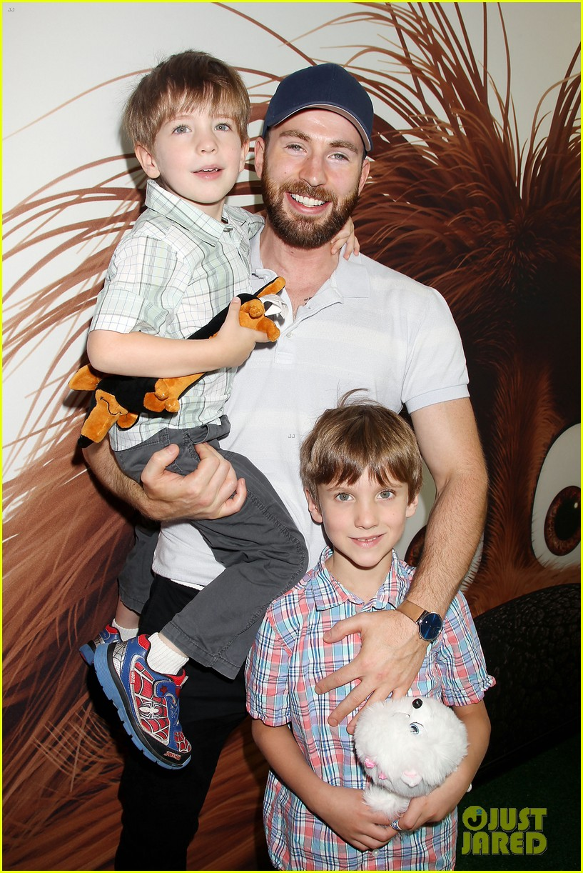 Is chris evans dating someone with a child. possible tercera guerra mundial yahoo dating.