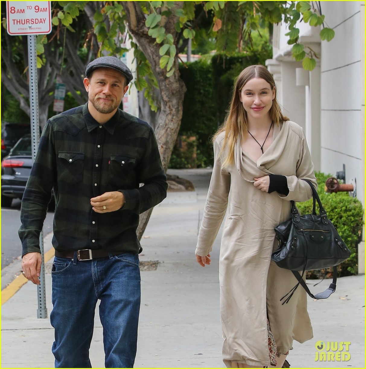 Charlie Hunnam Amp Morgana Mcnelis Are Happy As Can Be For