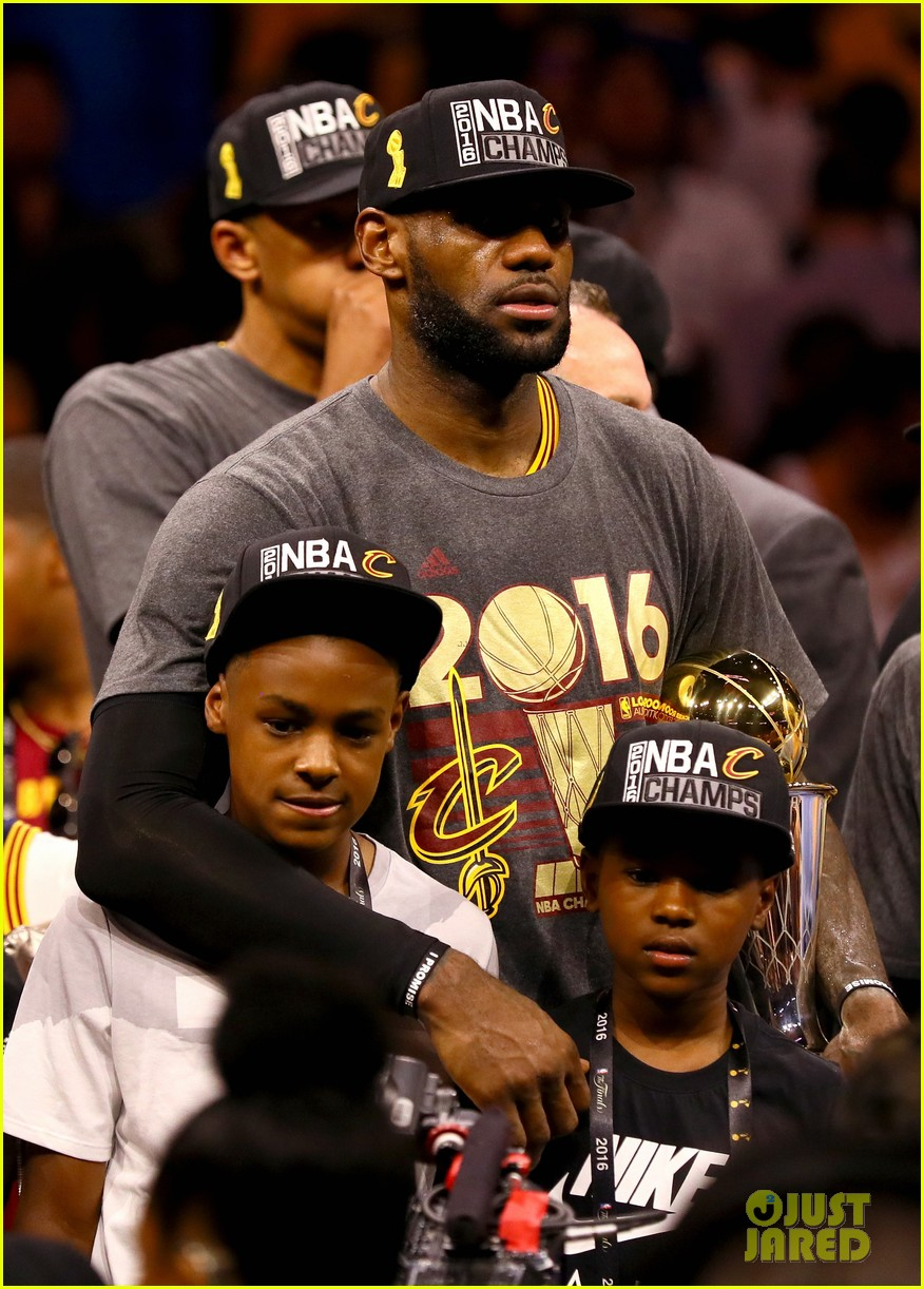 lebron james cries gets emotional after nba finals win 043686909