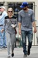 amanda seyfried thomas sadoski hold hands after voting 03