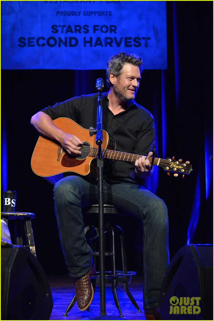 Blake shelton performs at 39 stars for second harvest for Americas second harvest