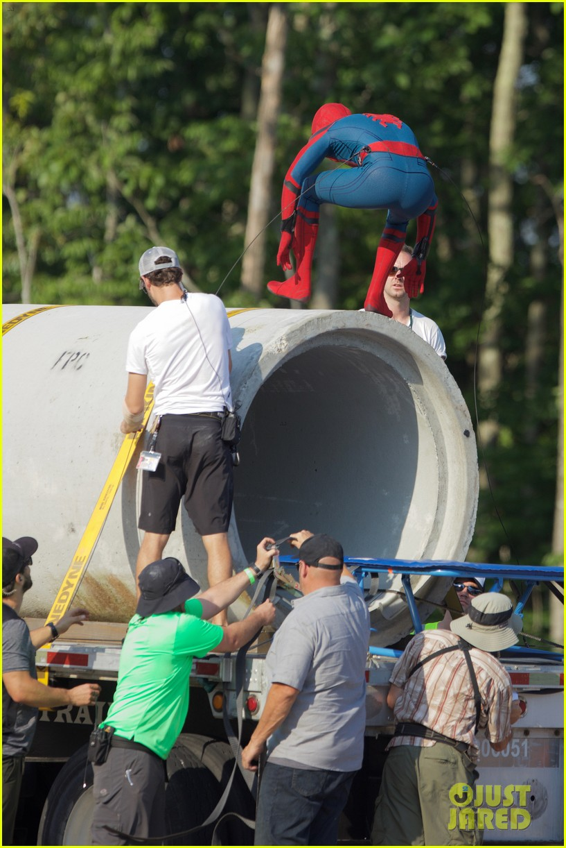 tom holland spider man costume first look set 17