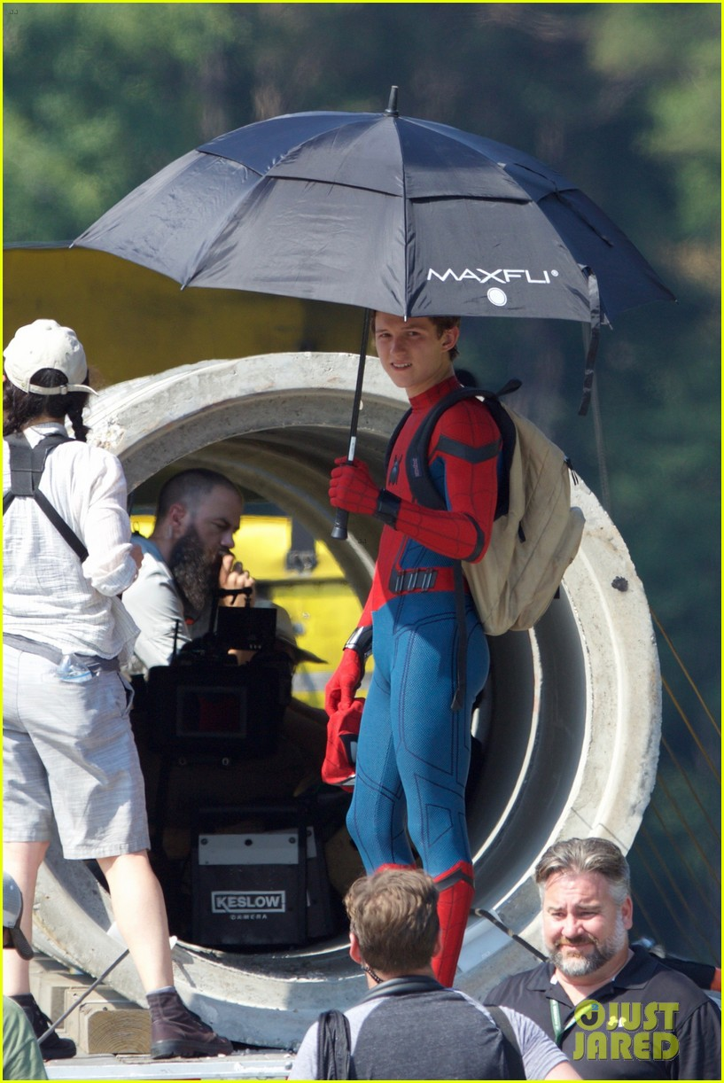 tom holland spider man costume first look set 20