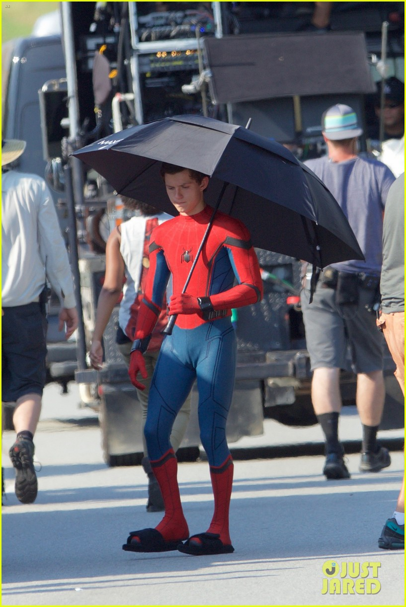 tom holland spider man costume first look set 29