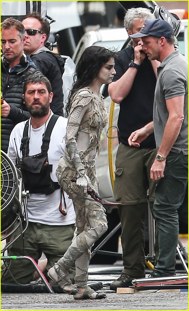 sofia boutella films the mummy in full costume makeup 34