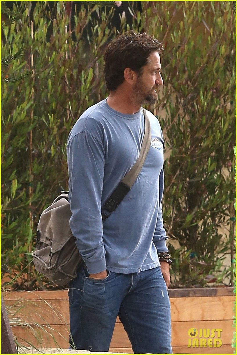gerard butler shares throwback video with bradley cooper at last years wimbeldon 043697599