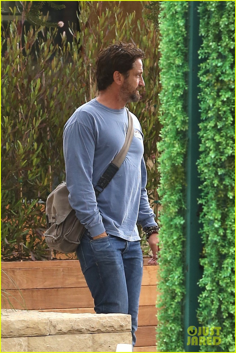 gerard butler shares throwback video with bradley cooper at last years wimbeldon 073697602