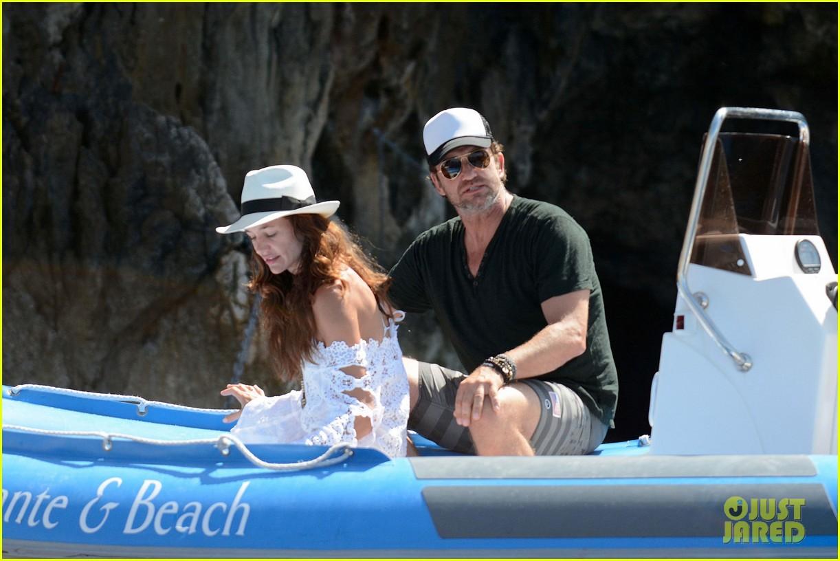 gerard butler girlfriend morgan brown romantic boat ride in italy 093706585