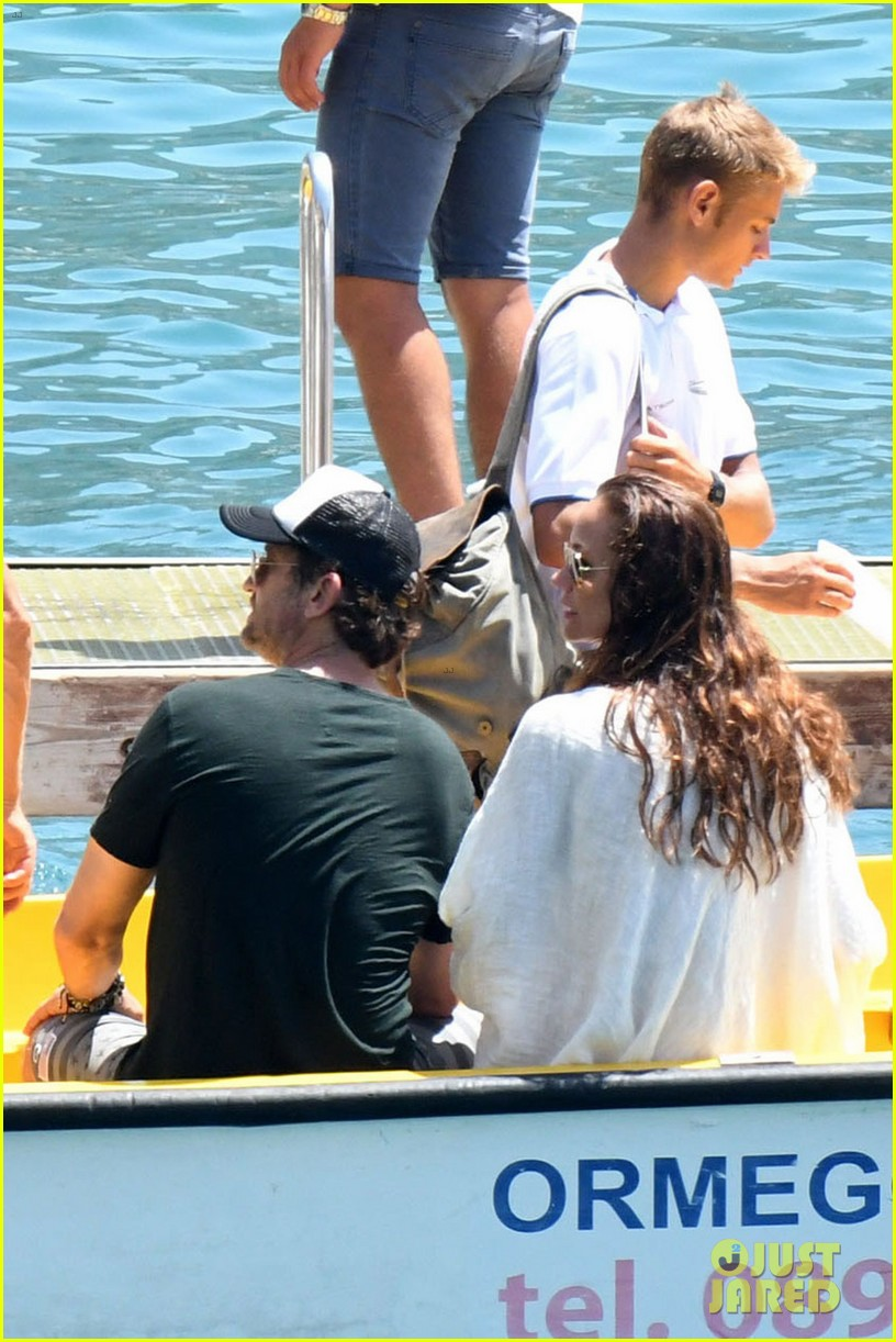 gerard butler girlfriend morgan brown romantic boat ride in italy 213706597