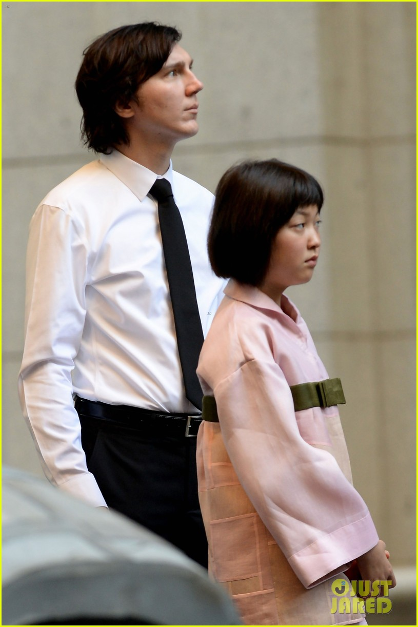 paul dano films okja scenes with young lead seohyeon