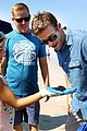 scott eastwood cleans up beach 07