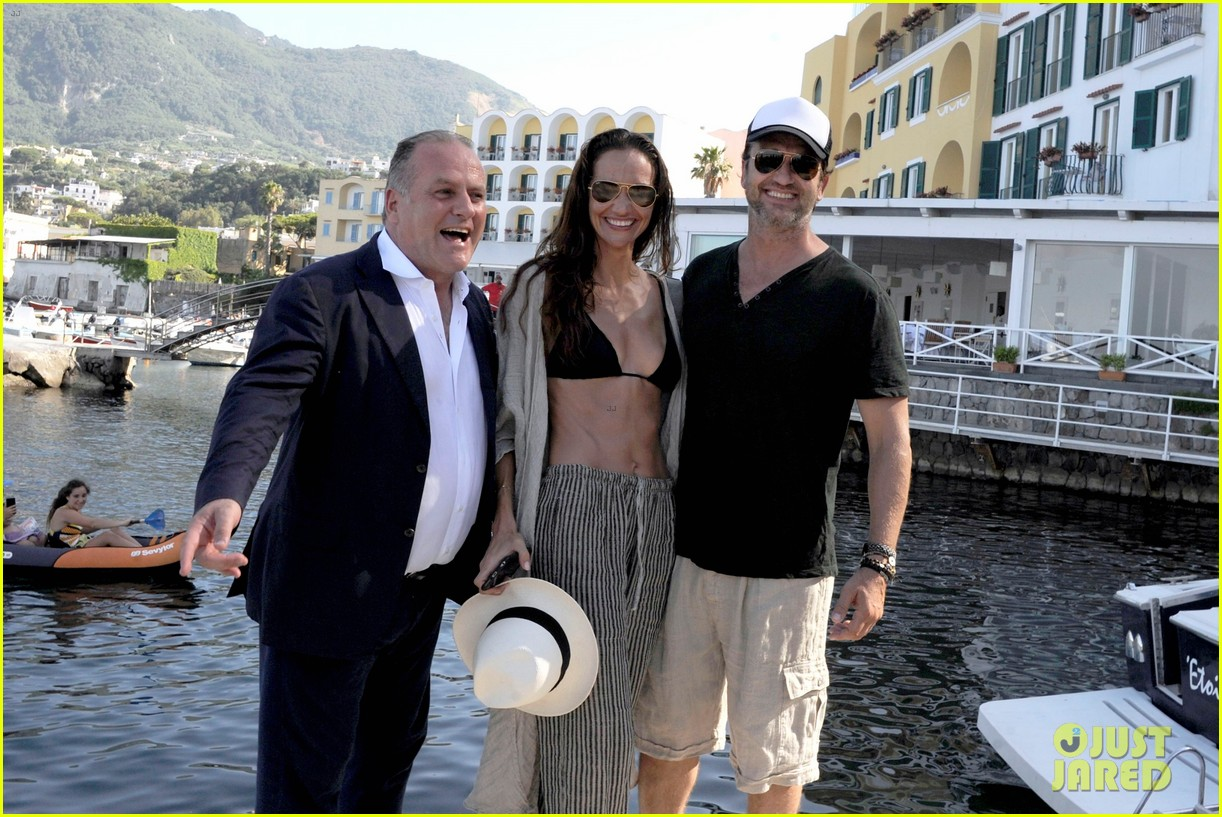 gerard butler couples up with morgan brown in italy 063703987