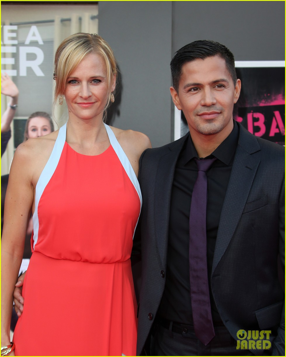 jay hernandez david walton bring out the stars for bad moms 023718842