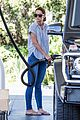 katie holmes gasses up truck 01