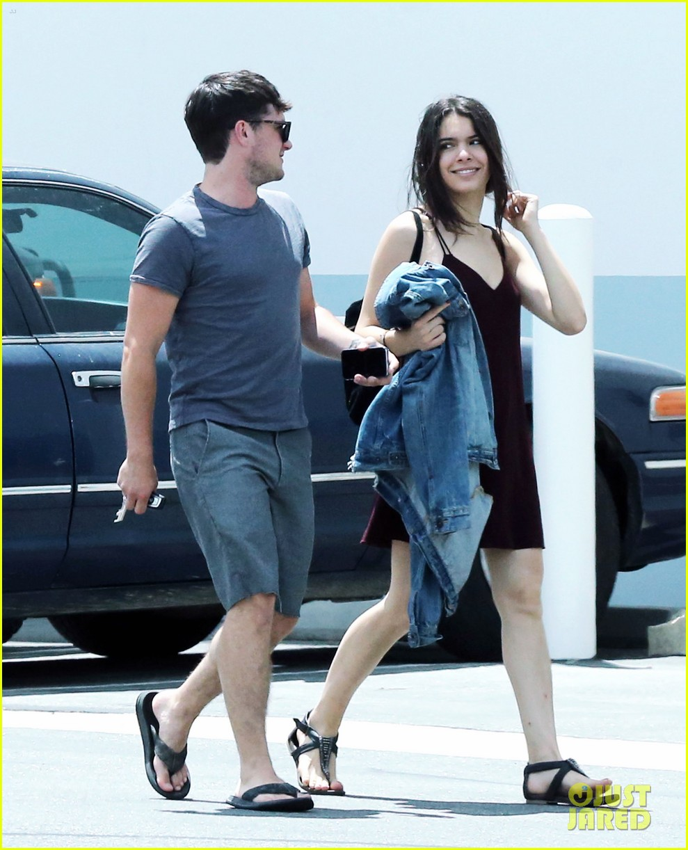 josh hutcherson claudia traisac store film set venice 033703257