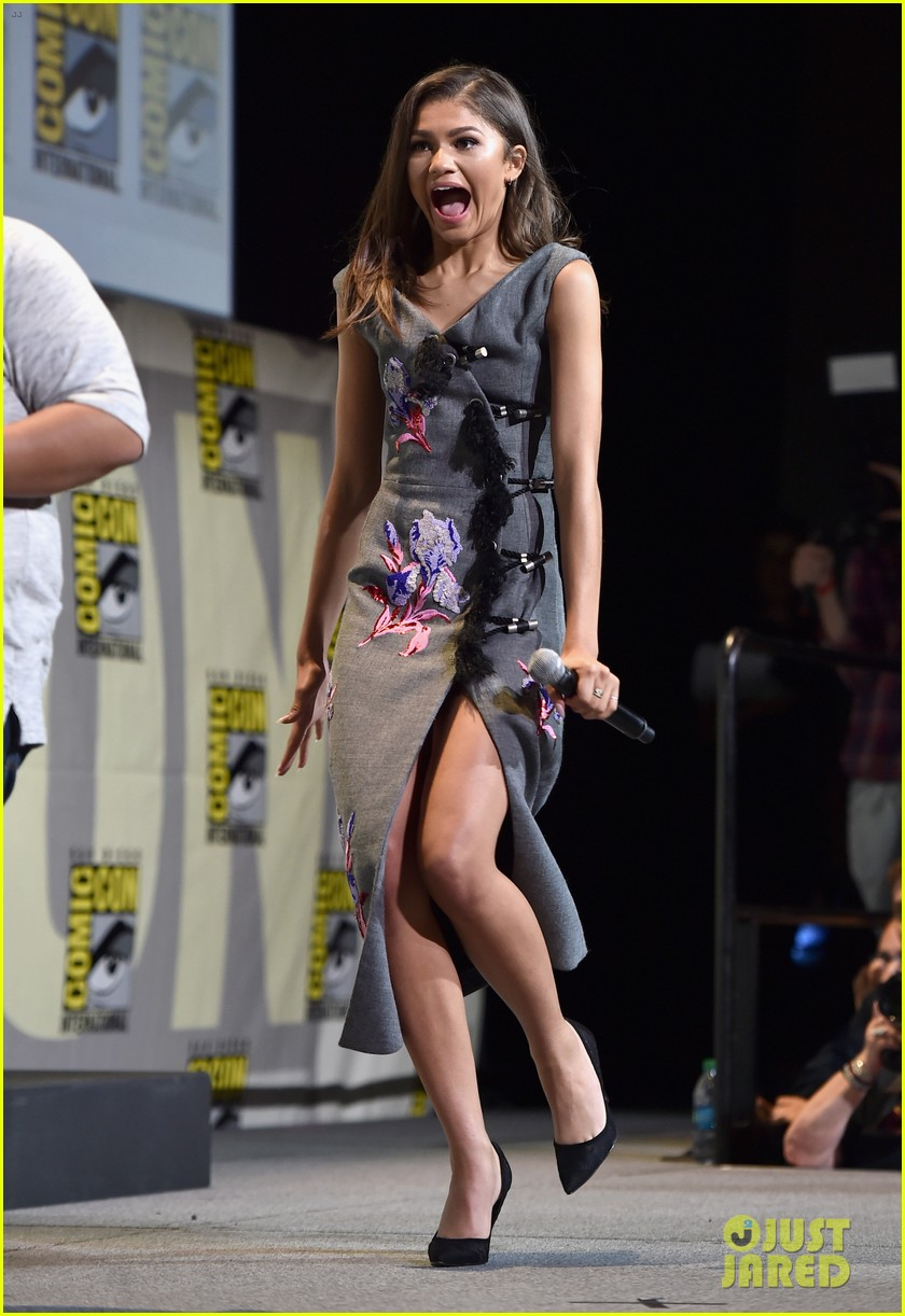 brie larson joins the women of marvel for epic comic con pic 223715756