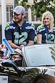 chris pratt anna faris seattle parade son jack 02