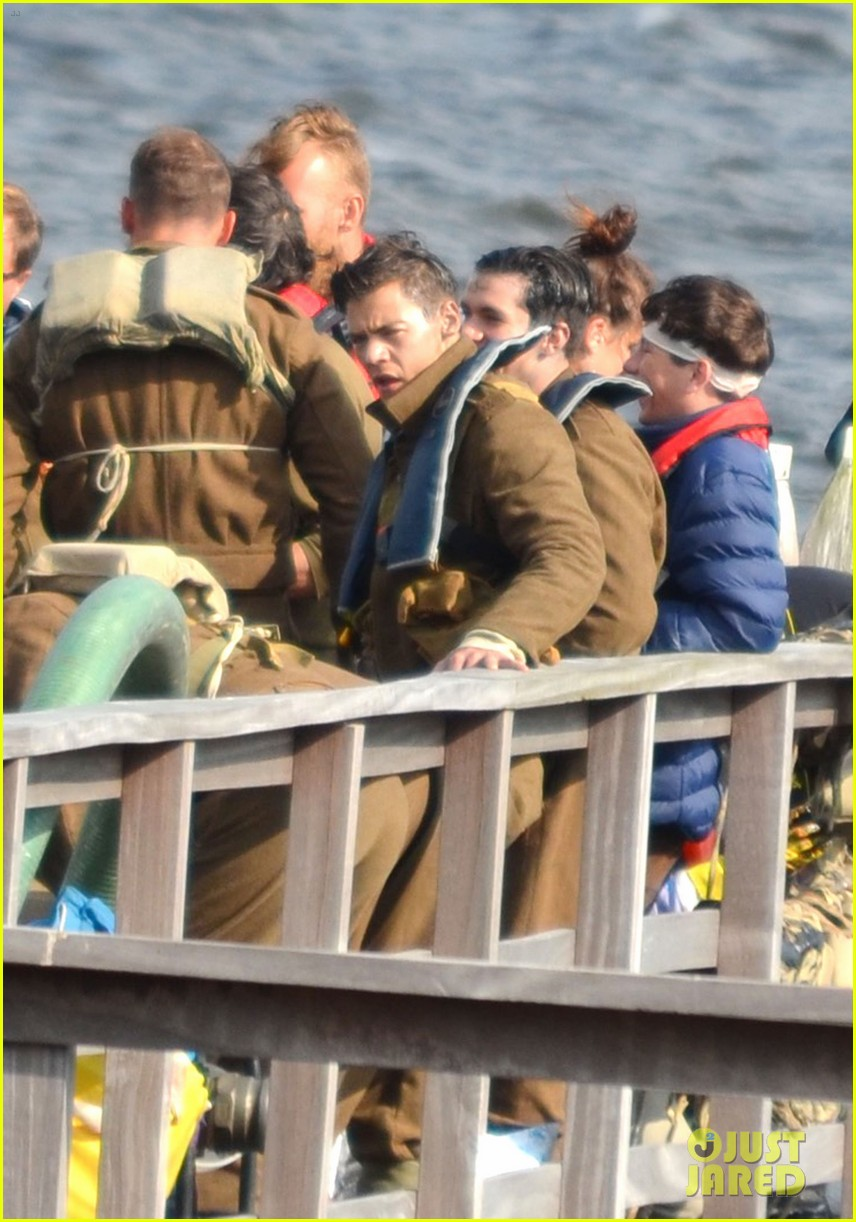 Harry Styles Shows Off His Short Hair on \u0027Dunkirk\u0027 Set: Photo ...