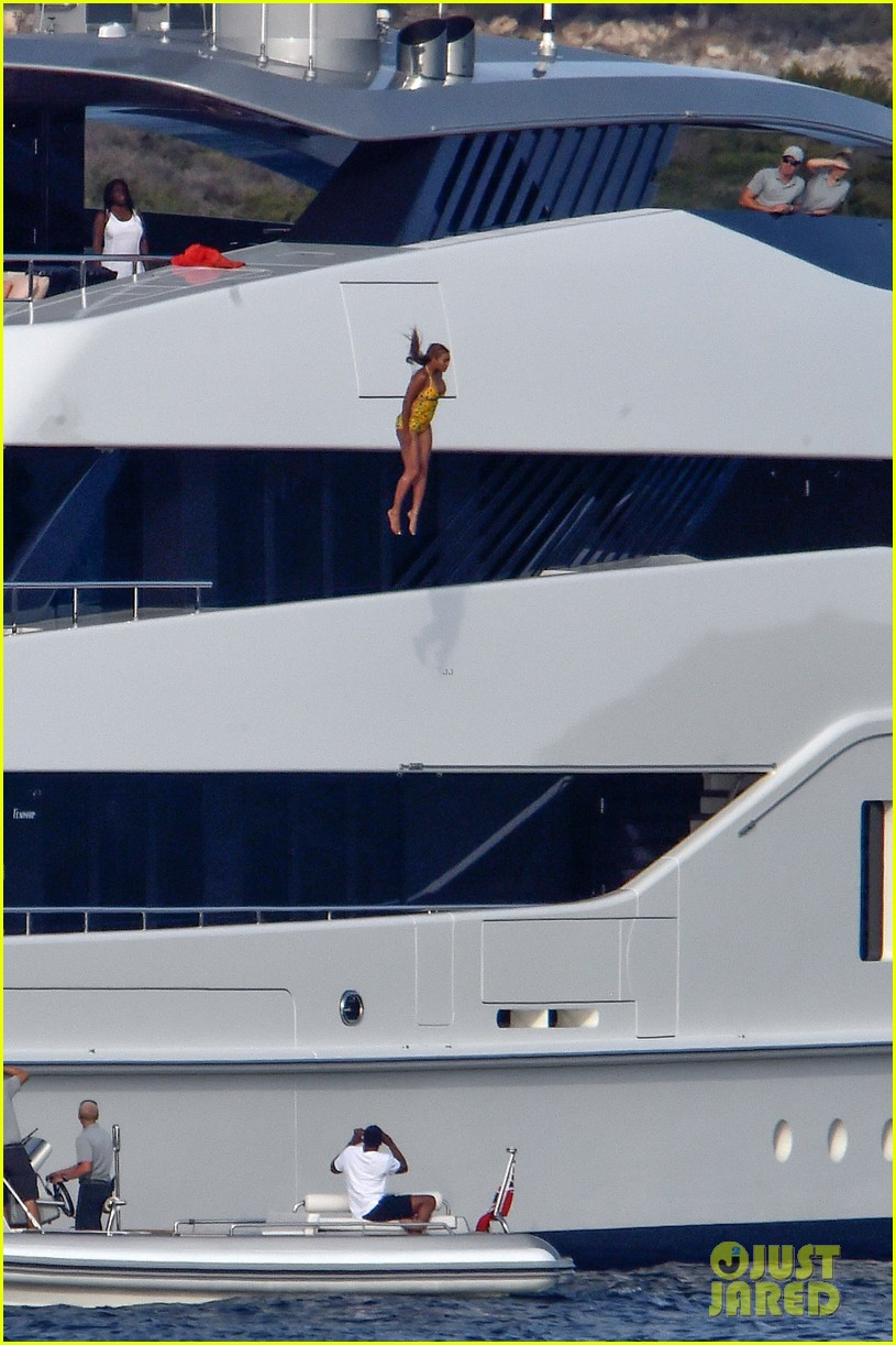 beyonce jumps off yacht italy 073736320