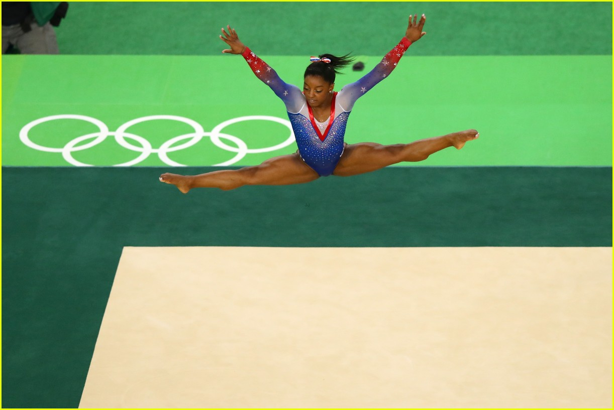 Simone biles aly raisman take gold silver in for Floor gymnastics