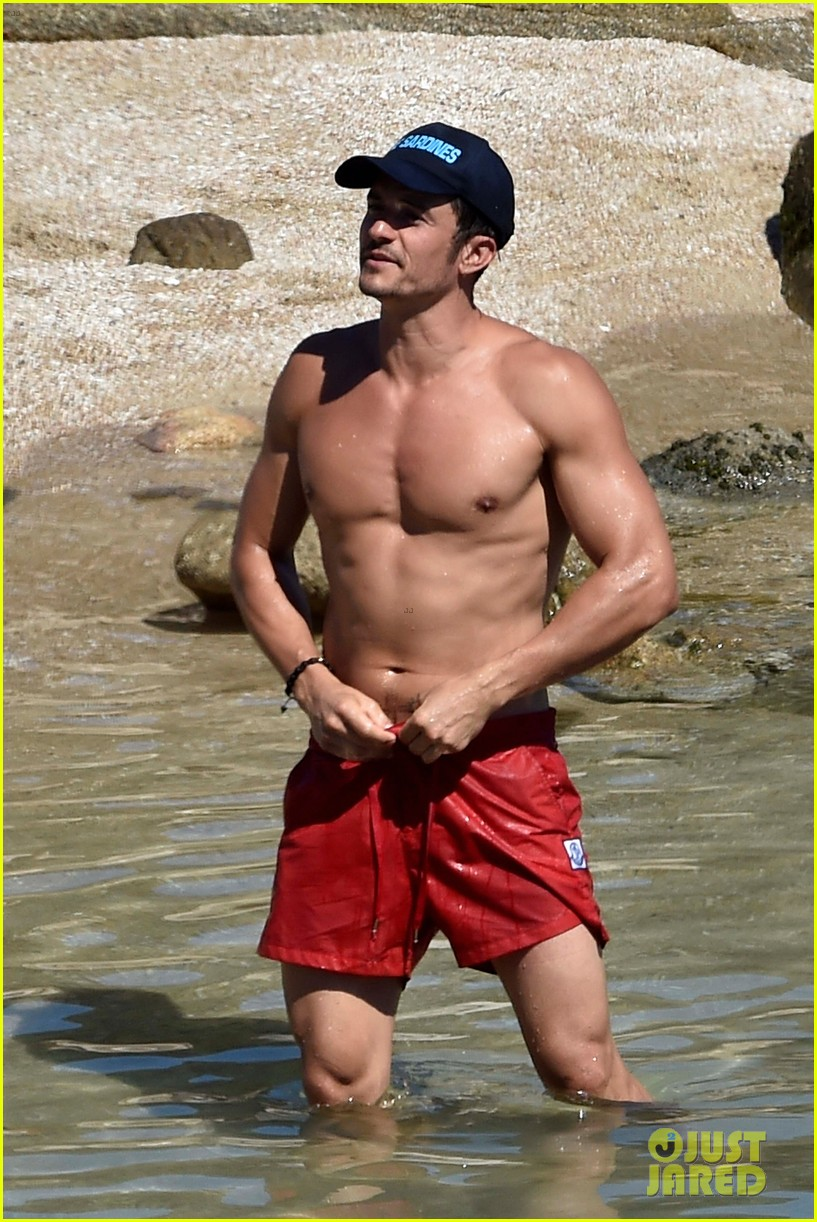 orlando bloom bares butt flaunts pda with katy perry new beach photos 123728180