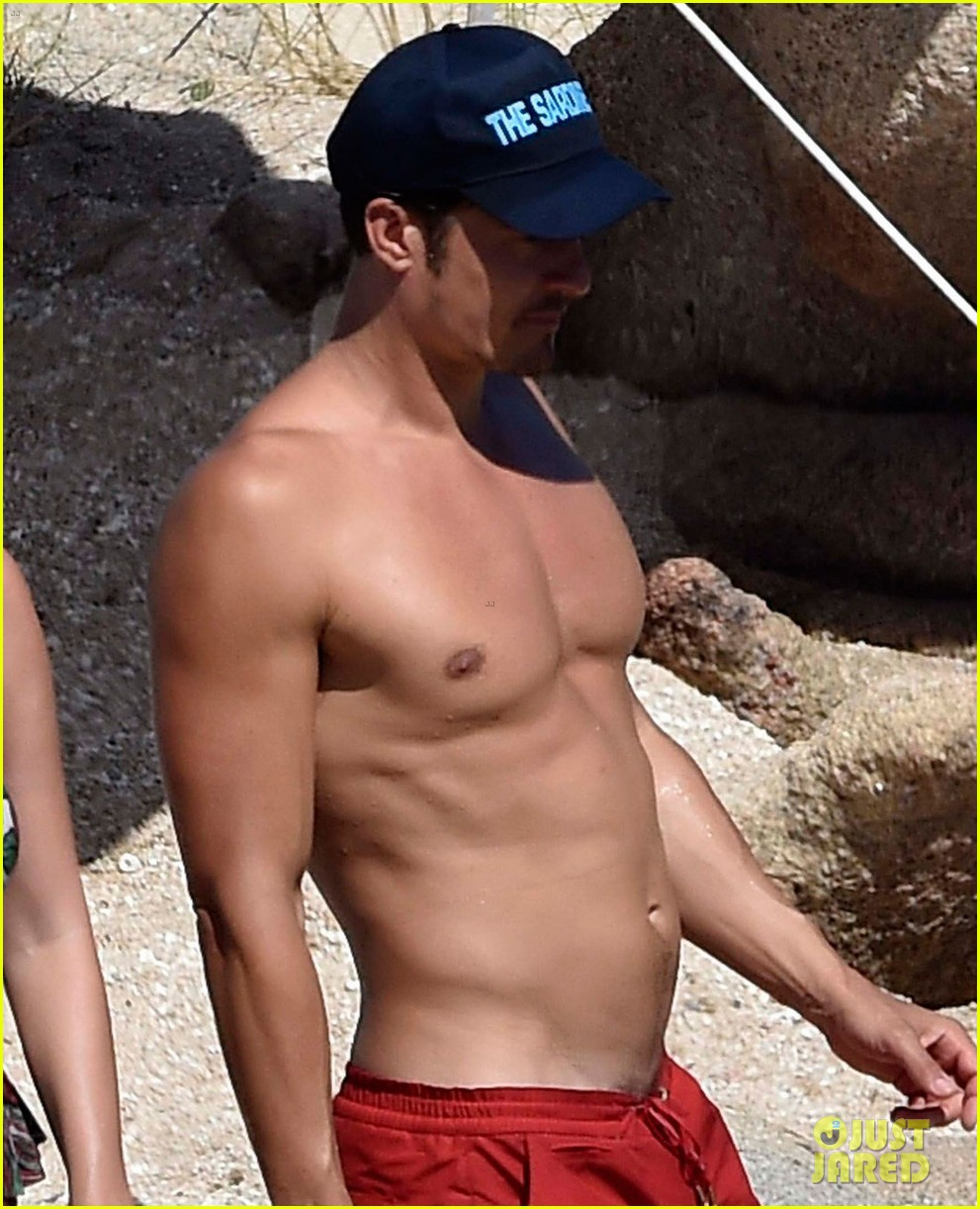 orlando bloom bares butt flaunts pda with katy perry new beach photos 273728195