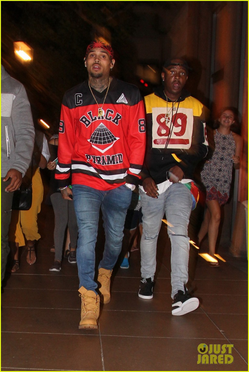 chris brown sees a movie at the grove gets followed by his female fans 013735501