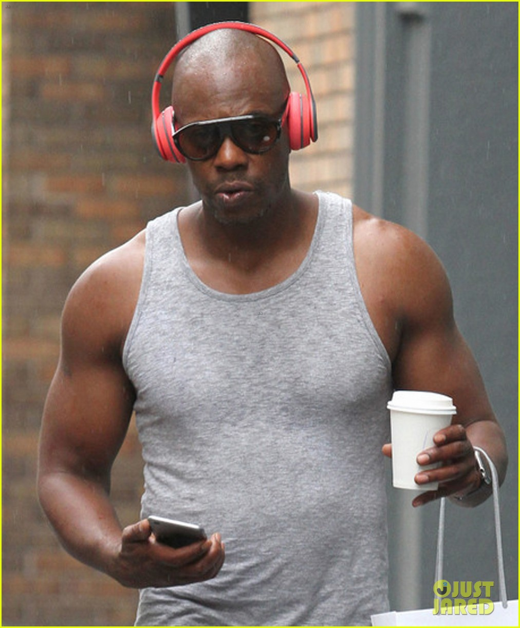 dave chappelle goes for a rainy walk in soho 023723253