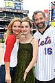 judd apatow throws out first pitch mets game 08