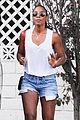 kelly rowland shows off her toned legs in short shorts202