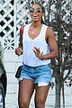 kelly rowland shows off her toned legs in short shorts303