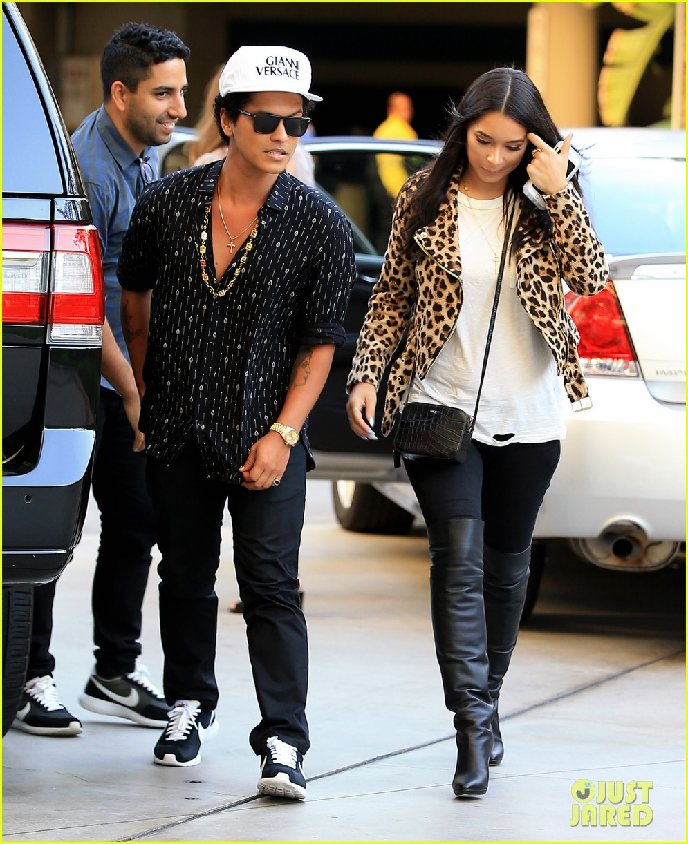 Bruno Mars Out and About With Girlfriend in L.A