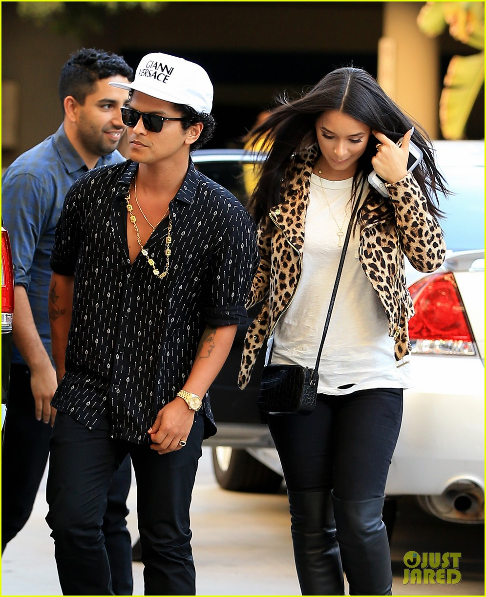 Who is bruno mars dating