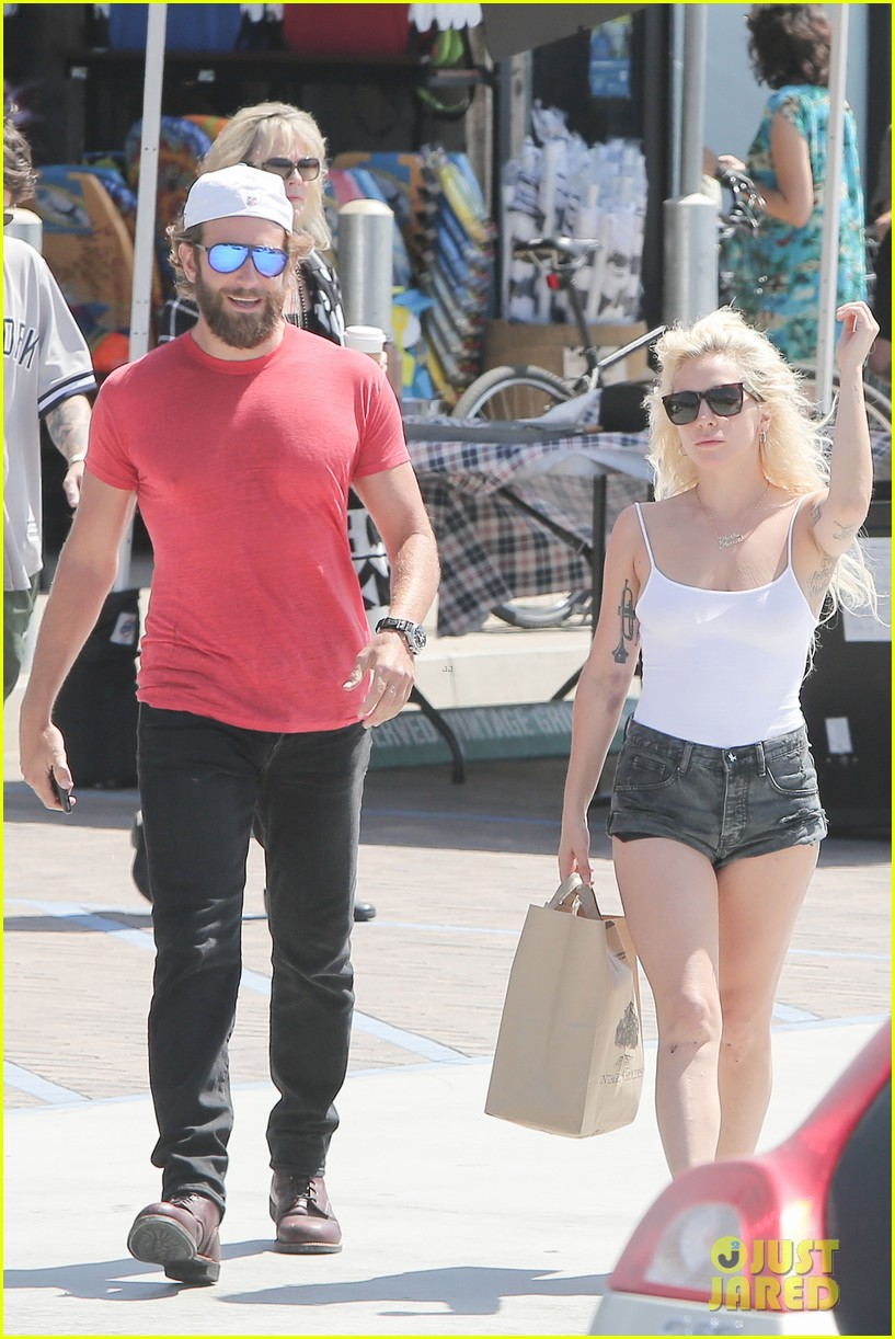 Are bradley cooper and lady gaga dating