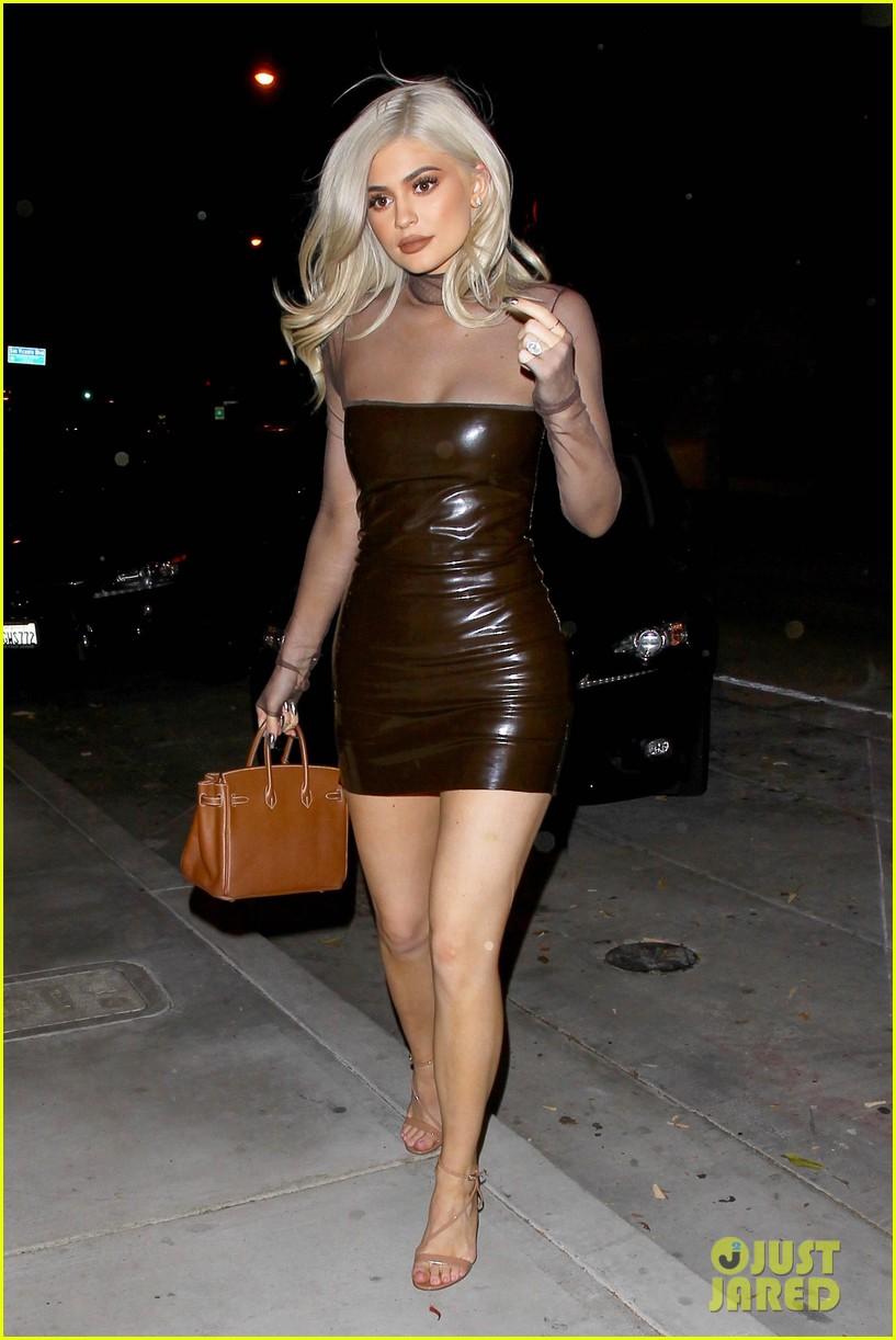 Kylie Jenner Rocks Skin Tight Dress For Dinner At Craig S
