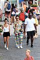 kourtney kardashian kris jenner capri vacation 08